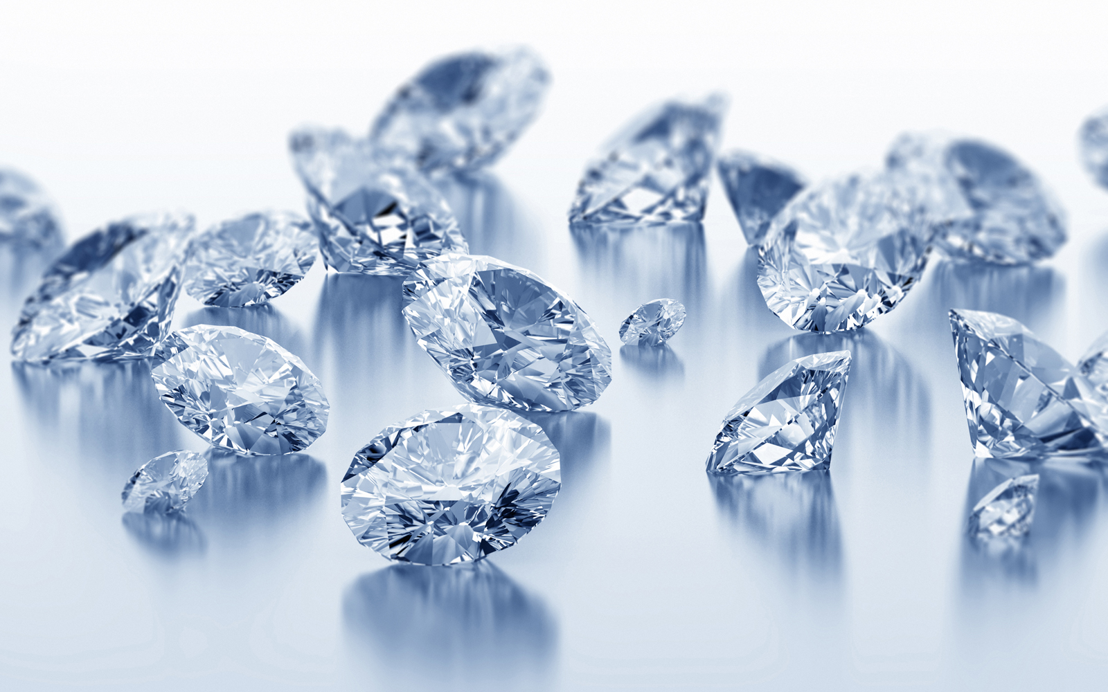 0c1e70b1fa01 Главное отличие фианита от бриллианта – происхождение. Бриллиант получают  путем обработки природных минералов – алмазов.